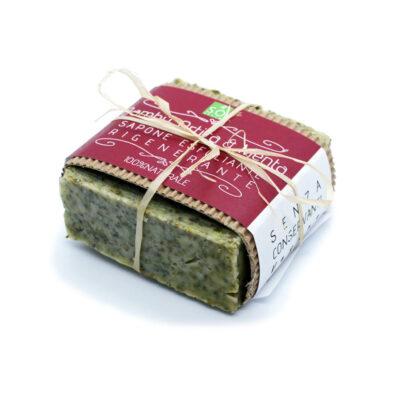 Sapone esfoliante alle foglie di bambù biologico e ortica profumato agli estratti di menta.
